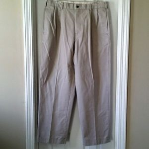 Brooks Brothers chino 34W 30L